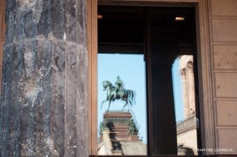 Une colonne du musée de Pergame. On y voit encore des travces de combat.